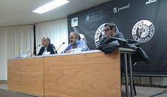 Conferencia en el CBA, 14/12/2011. De izquierda a derecha: Enrique Martín Criado, Mario Domínguez (moderador) y José Luis Moreno Pestaña. Foto: Rubén Crespo