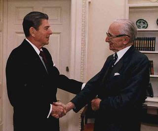 Reagan y Hayek. Fuente: http://www.economicnoise.com