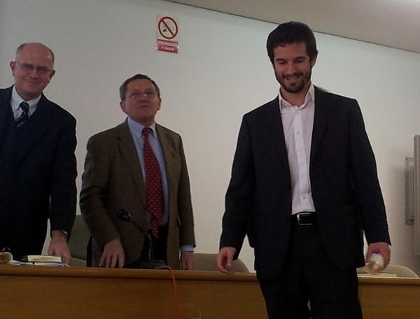 De derecha a izquierda: Jacobo Muñoz Comet, Profesor Ayudante del Departamento de Sociología II de la UNED; Antonio Lucas Marín, Presidente de la Asociación Madrileña de Sociología; y Félix Requena, Presidente del CIS.