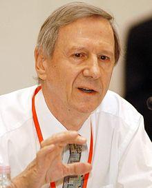 Anthony Giddens en octubre de 2004 | Fuente: Wikipedia